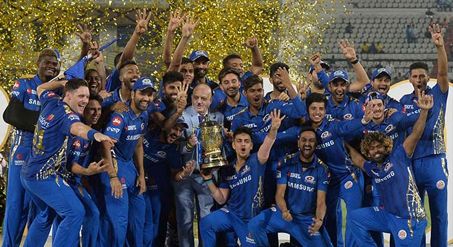 Mumbai Indians team players celebrate with the trophy after their victory against Chennai Super Kings in the 2019 Indian Premier League (IPL) Twenty20 final cricket match at the Rajiv Gandhi International Cricket Stadium in Hyderabad on May 13, 2019. (Photo by NOAH SEELAM / AFP) / ----IMAGE RESTRICTED TO EDITORIAL USE - STRICTLY NO COMMERCIAL USE-----