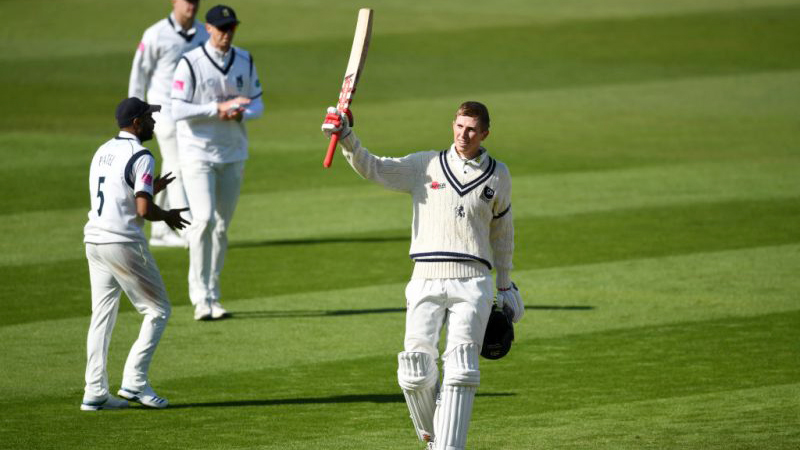 Crawley hits double century as Pakistan wilt in third Test